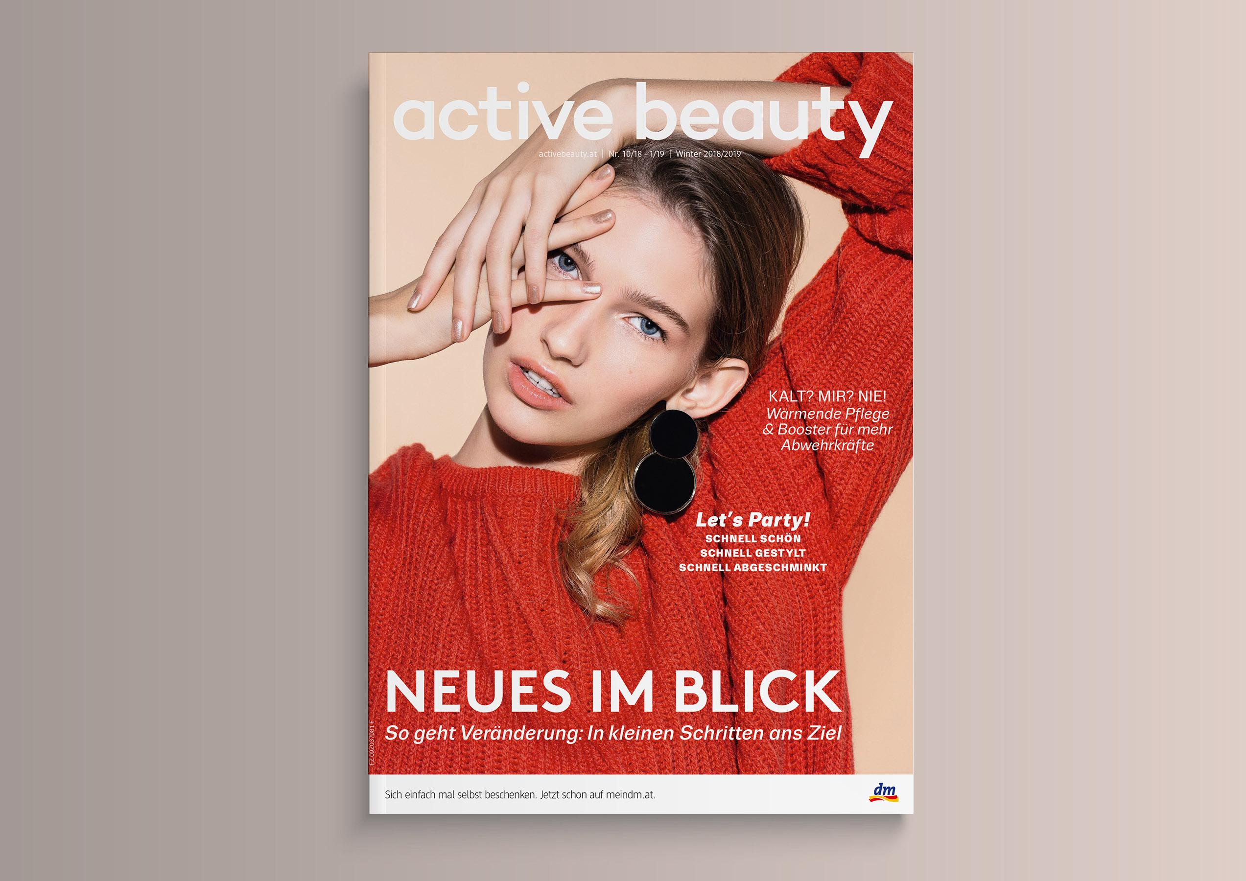 magazine mockup gold13